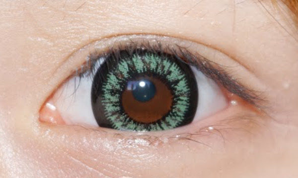 DUEBA QUEEN GREEN CONTACT LENS