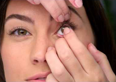 HOW TO REMOVE STUCK CONTACT LENS