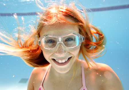 SWIMMING WITH CIRCLE LENSES